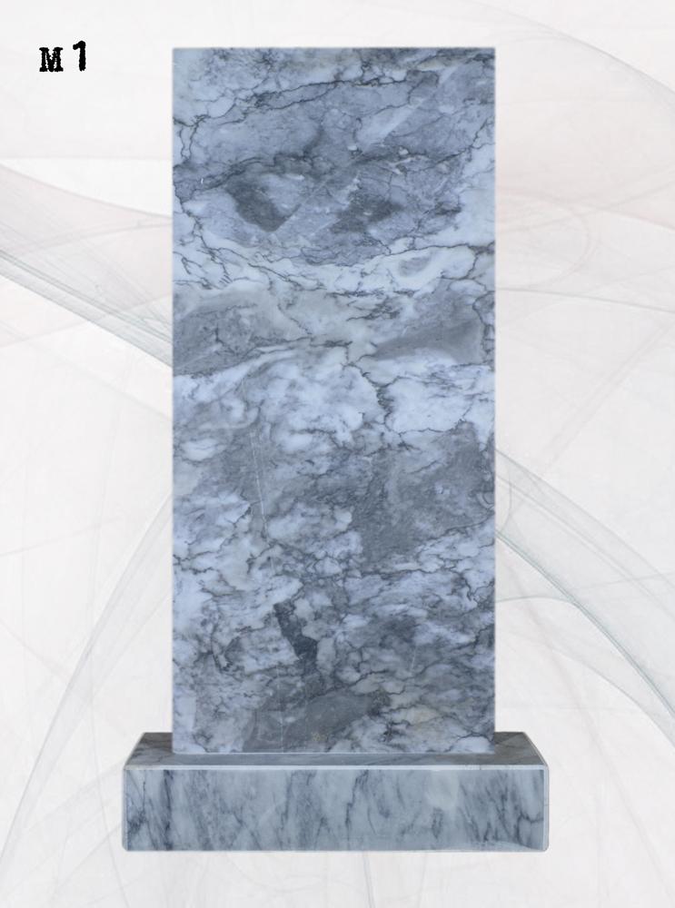 Мраморный памятник прямой